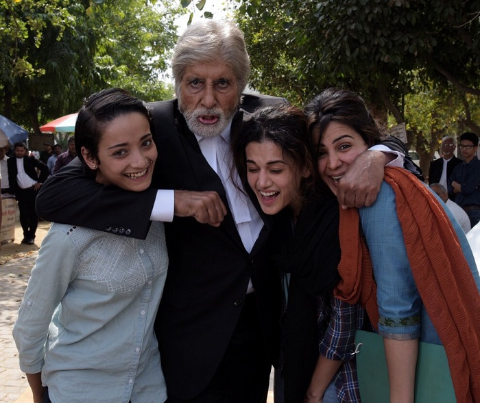 amitabh-bachchan-taapsee-pannu-on-the-sets-pink